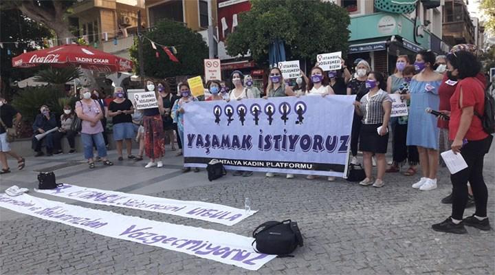 Antalya'da kadınlar İstanbul Sözleşmesi'ni savundu, Bakan Yanık'ı istifaya çağırdı