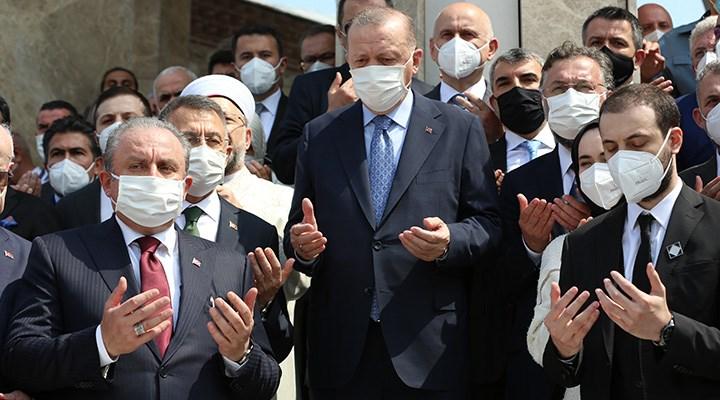 Erdoğan bildiği tek kitabı okuyor