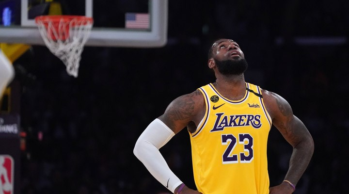 NBA'de son şampiyon Lakers elendi: LeBron James, kariyerinde ilk kez play-off'lara ilk turda veda etti