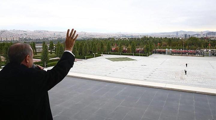 Saray'dan yurttaşın yaşadığı krizi görmüyor: Bu balkondan halkı duymuyor