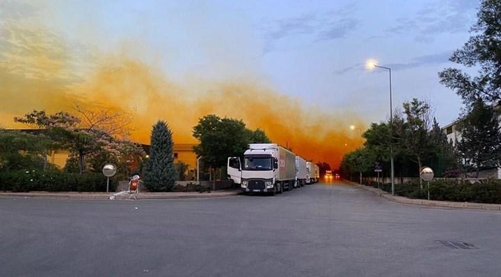 Asit tankı sızıntı yaptı, gökyüzü turuncuya boyandı