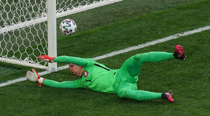 EURO 2020 E Grubu   Slovakya kazandı, Szczesny tarihe geçti