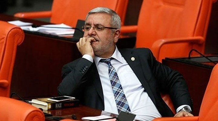 Bürokratların çift maaş almasına tepki gösteren AKP'li Mehmet Metiner, Twitter hesabını kapattı