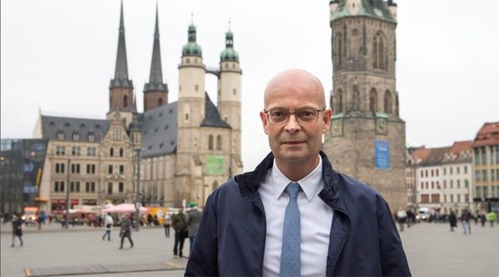 Almanya'da sırasını beklemeden aşı olan belediye başkanı görevden alındı