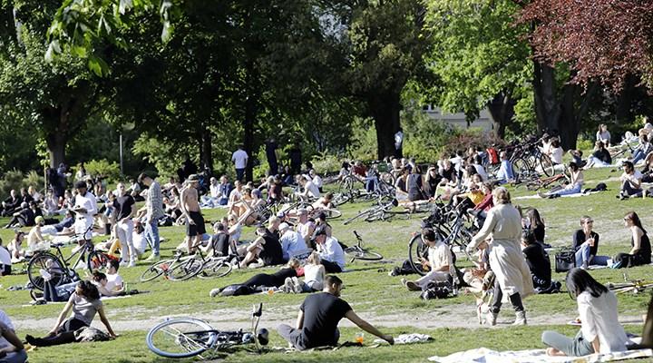 Berlin'de sokakta maske zorunluluğu kaldırılıyor