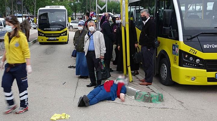 Bursa'da otomobil otobüs durağına daldı: 5 yaralı