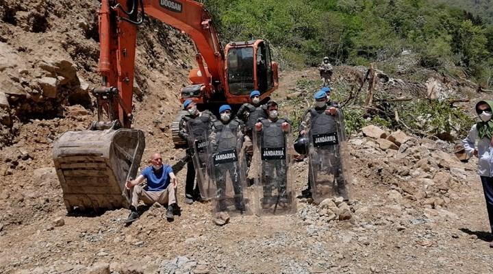 İkizdere'de Cengiz İnşaat talanına direnen köylünün evini jandarma bastı