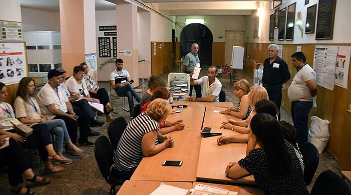Ermenistan seçimlerinden ilk sonuçlar: Paşinyan açık ara önde
