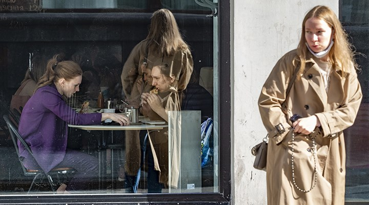 Aşı yaptırmayanlar Moskova'da restoranlara alınmayacak