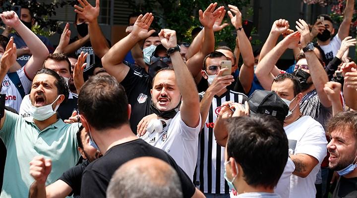 Beşiktaş taraftarı Sergen Yalçın'ın evinin önünde toplandı