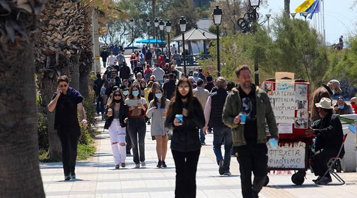 Yunanistan aşı olan gençlere 150 avro verecek