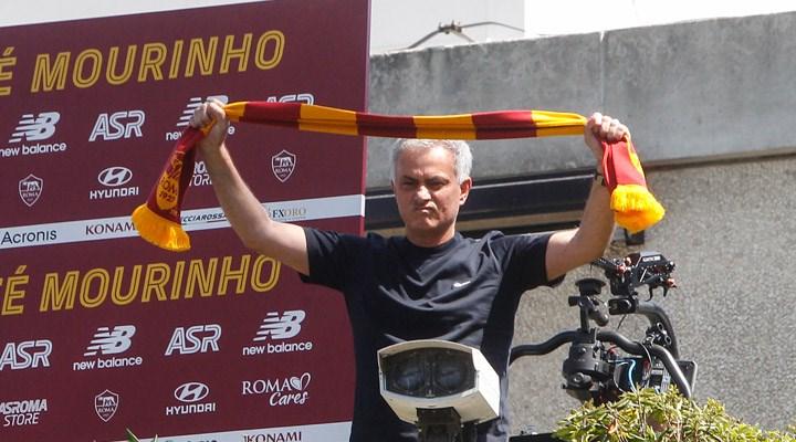 Mourinho'dan 'Roma'yı 3 yıl sonra nerede görüyorsun?' sorusuna yanıt: Kutlama yaparken