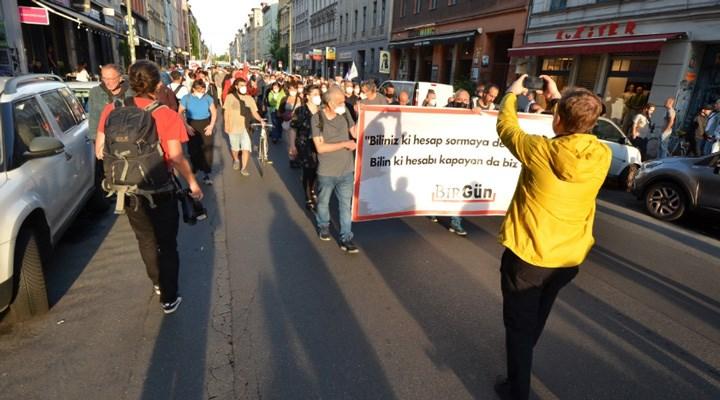 Erk Acarer'e yapılan saldırıya Berlin'de büyük tepki: Faşizme karşı omuz omuza