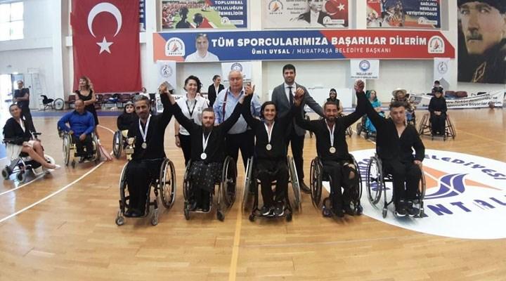 Beşiktaş Belediyesi Engelsiz Sanat Topluluğu'ndan 22 madalya!