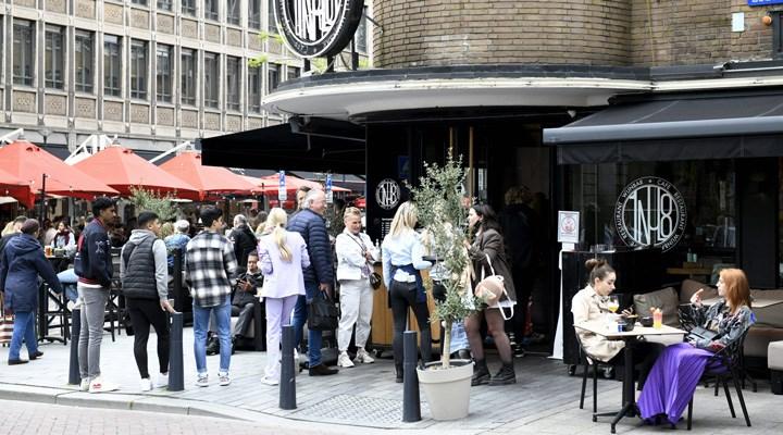 Hollanda'da günlük vaka sayısı yeniden 10 binin üzerine çıktı