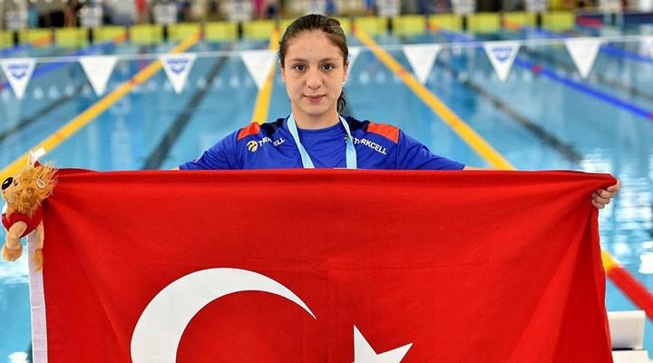 Merve Tuncel, Avrupa Gençler Yüzme Şampiyonası'nda üçüncü altın madalyayı kazandı