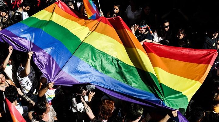 AB, eşcinsel haklarını ihlal eden iki ülkeye yönelik yasal süreç başlattı