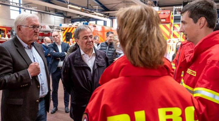 Almanya'da felaket bölgesinde gülen Armin Laschet'e sert tepki