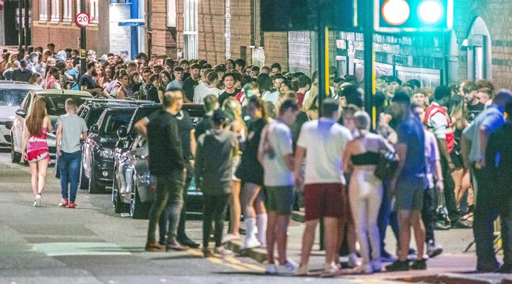 İngiltere'de son 24 saatte 39 bin 950 vaka, 19 can kaybı