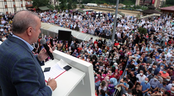 Erdoğan sel felaketinin yaşandığı Rize'de miting yaptı, yurttaşlara çay dağıttı