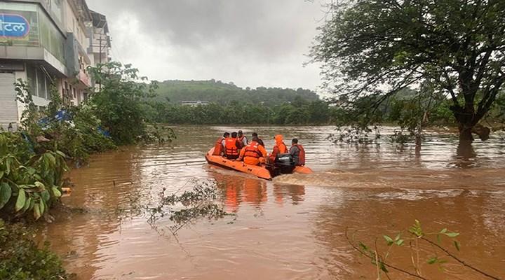 Hindistan'daki sel felaketinde ölenlerin sayısı 136'ya yükseldi