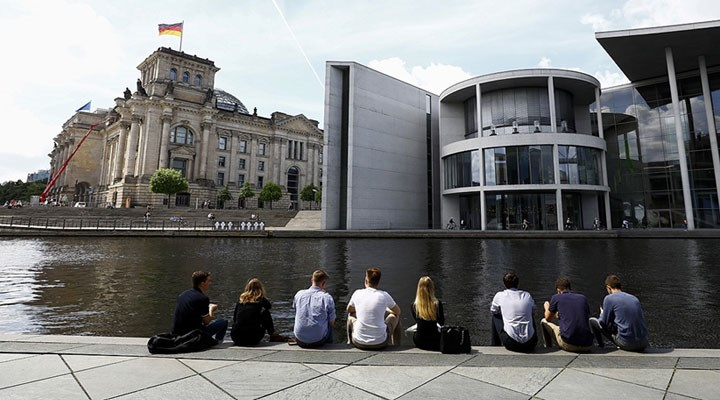 Almanya'da Covid-19 vakaları son 7 haftanın en yüksek seviyesine çıktı