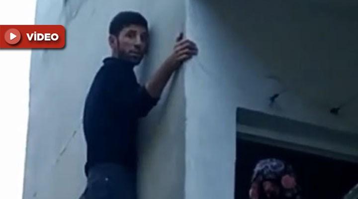 İstanbul'da hırsızlık amacıyla bir eve giren şahıs, pencerede mahsur kaldı