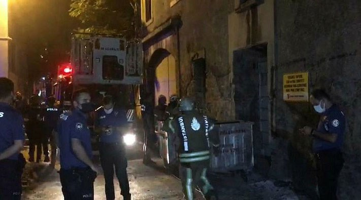 İstanbul'da 3 katlı metruk binada çökme
