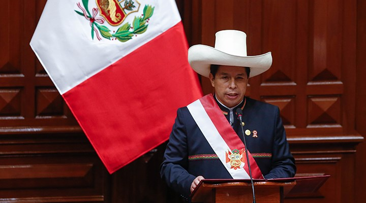 Peru'da solcu Pedro Castillo, yemin ederek devlet başkanlığına başladı