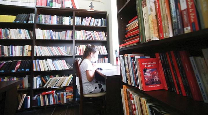 Yaz tatilinde  kitap okunur