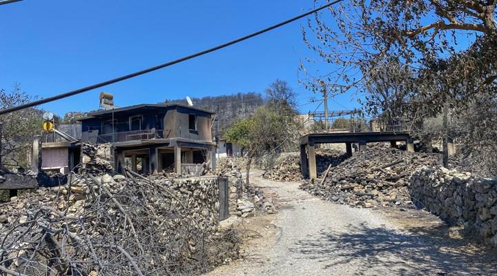 Antalya'da yangınlar nedeniyle 35 mahalle tamamen, 15 mahalle kısmen tahliye edildi
