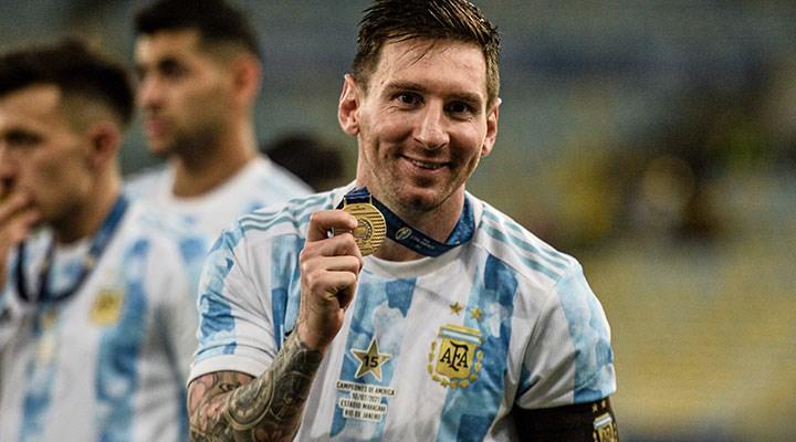 Barcelona'dan ayrılan Messi için PSG iddiası