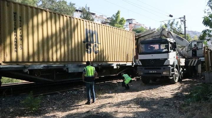 İzmir'de yük treni raydan çıktı