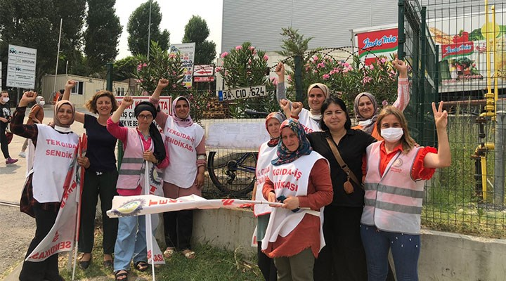 115 gündür direnen işçiler grev pankartını astı