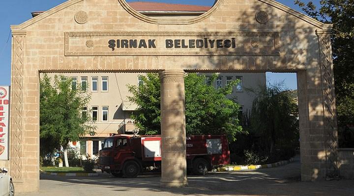 AKP'li olmayana yol yok