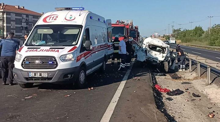 İşçileri taşıyan servis minibüsü, önündeki otomobile çarptı: 2 ölü, 4 yaralı