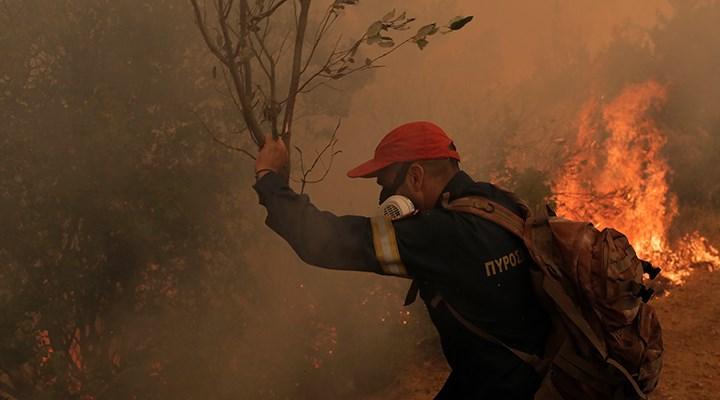 Yunanistan'ın Eğriboz Adası'nda yangın kontrolden çıktı