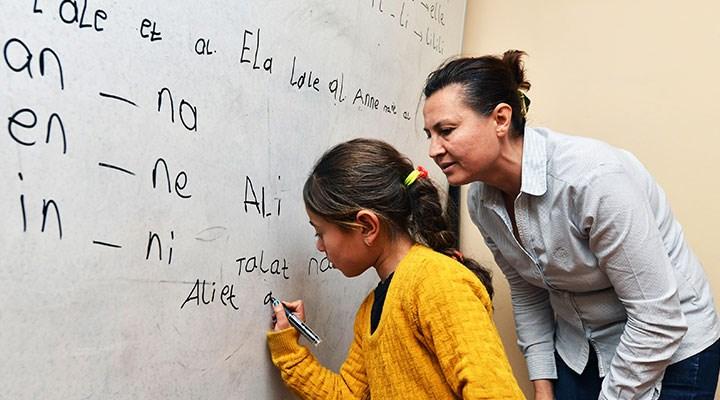 400 bin Suriyeli çocuk okulsuz