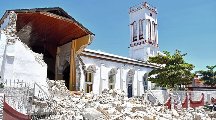 Haiti'deki depremde can kaybı 724'e yükseldi