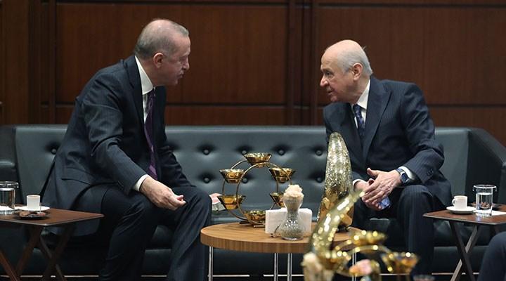 """""""AKP ve MHP seçim barajında anlaştı, iki konuda ise tartışıyor"""""""