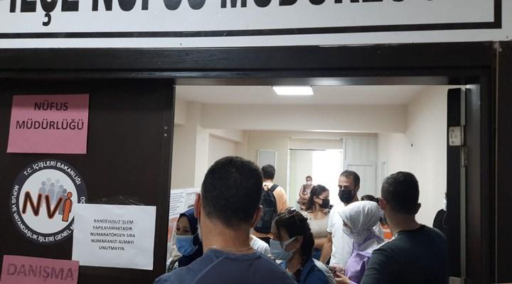 İzmir'de nüfus müdürlüklerinde aşırı yoğunluk: İnsani çalışma koşulları ortadan kalkıyor