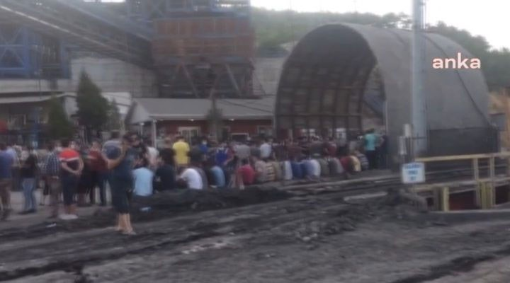 Madenciler ayağa kalktı