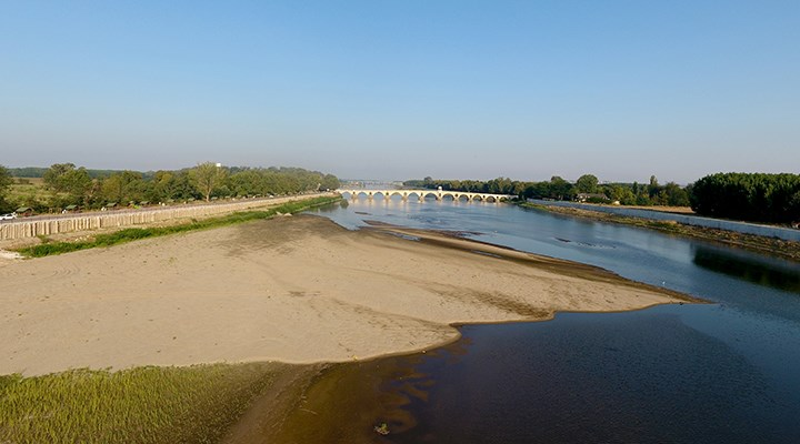 Suyu azalan Meriç Nehri'ndeki kum adacıkları büyüyor