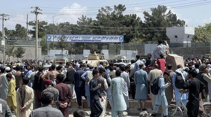 Kabil'deki havalimanının giriş kapısında 4 Afgan askeri hayatını kaybetti