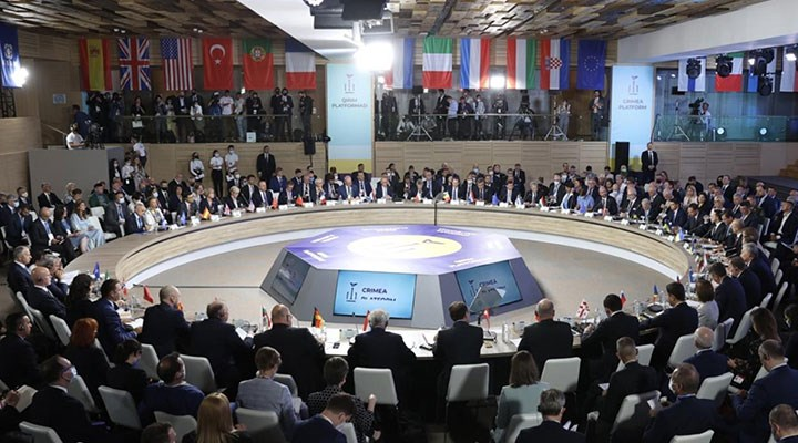Moskova masaya tüm kozları sürer
