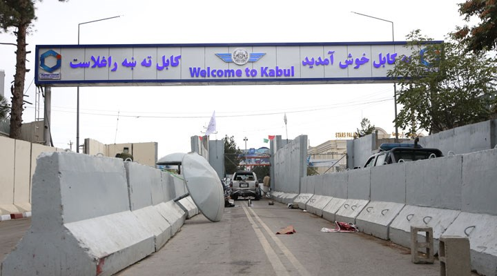 Taliban kontrolündeki Kabil Havalimanı'na ilk uçak indi