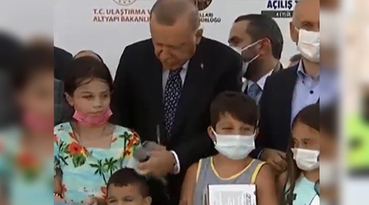 Erdoğan'ın çağ dışı iletişim tekniği tepki çekti