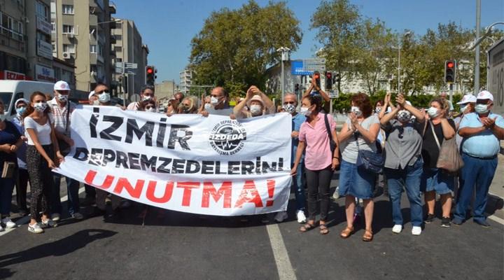 İzmirli depremzedelerden eylem: Siyasi çekişmelerden bıktık