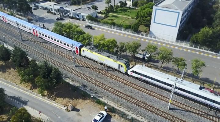 Tuzla'da bir yolcu treni, tersanede bekleyen Yüksek Hızlı Tren'e çarptı