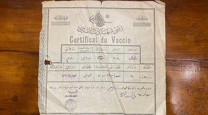 Kadıköy'deki bir sahafta 115 yıllık aşı kartı bulundu
